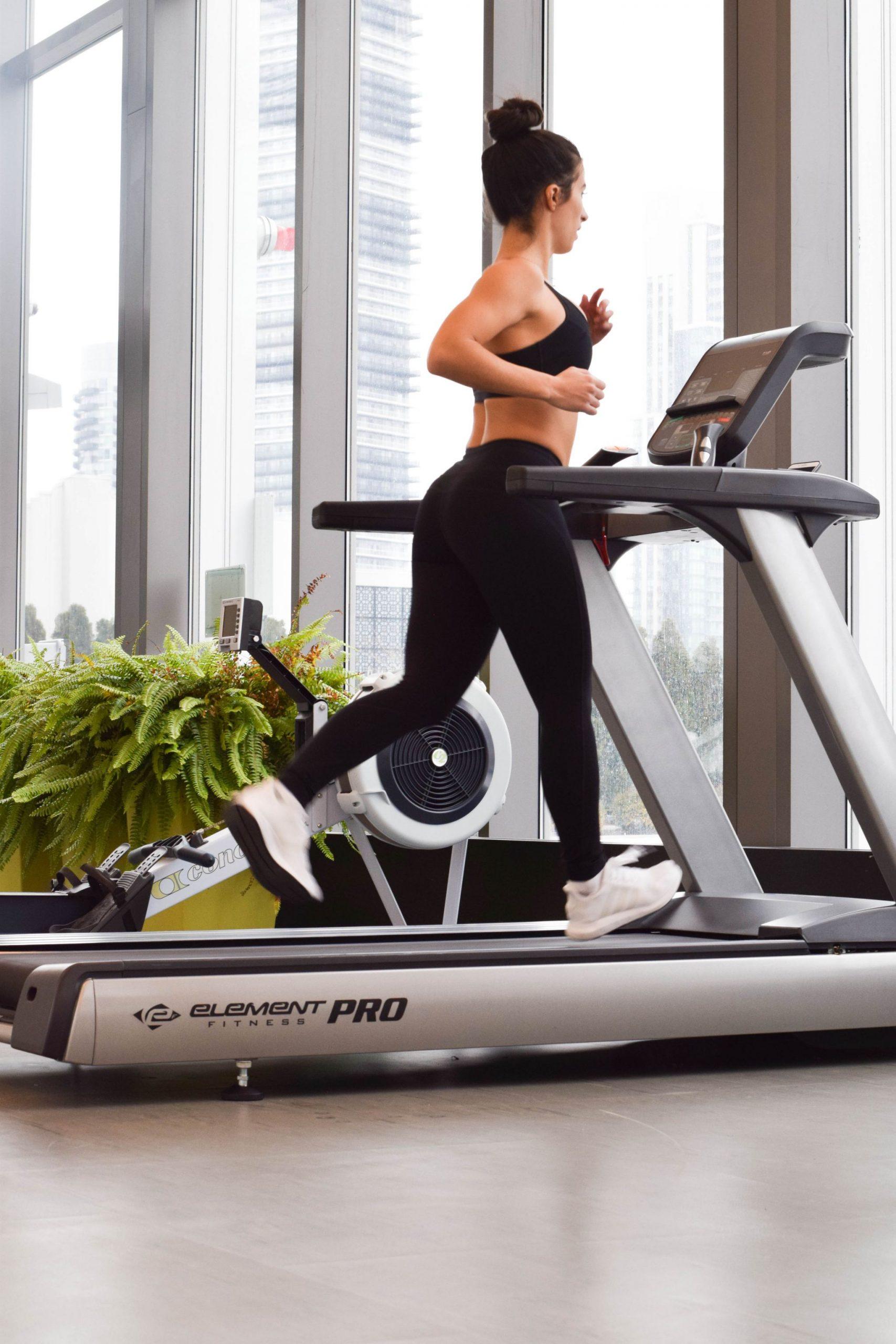 Fitness: Warming Up + Interval Running On The Treadmill